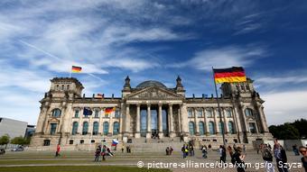 "To πόρισμα της επιστημονικής υπηρεσίας της γερμανικής βουλής ""Δεν μπορεί να τεκμηριωθεί ότι τα ελληνικά αιτήματα έχουν παραγραφεί – ούτε στο θέμα των επανορθώσεων και ούτε στο θέμα του κατοχικού δανείου"""