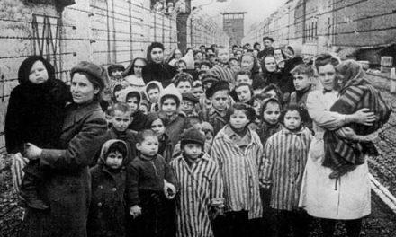 27 Ιανουαρίου 1945, σοβιετικά στρατεύματα απελευθερώνουν το στρατόπεδο του Άουσβιτς